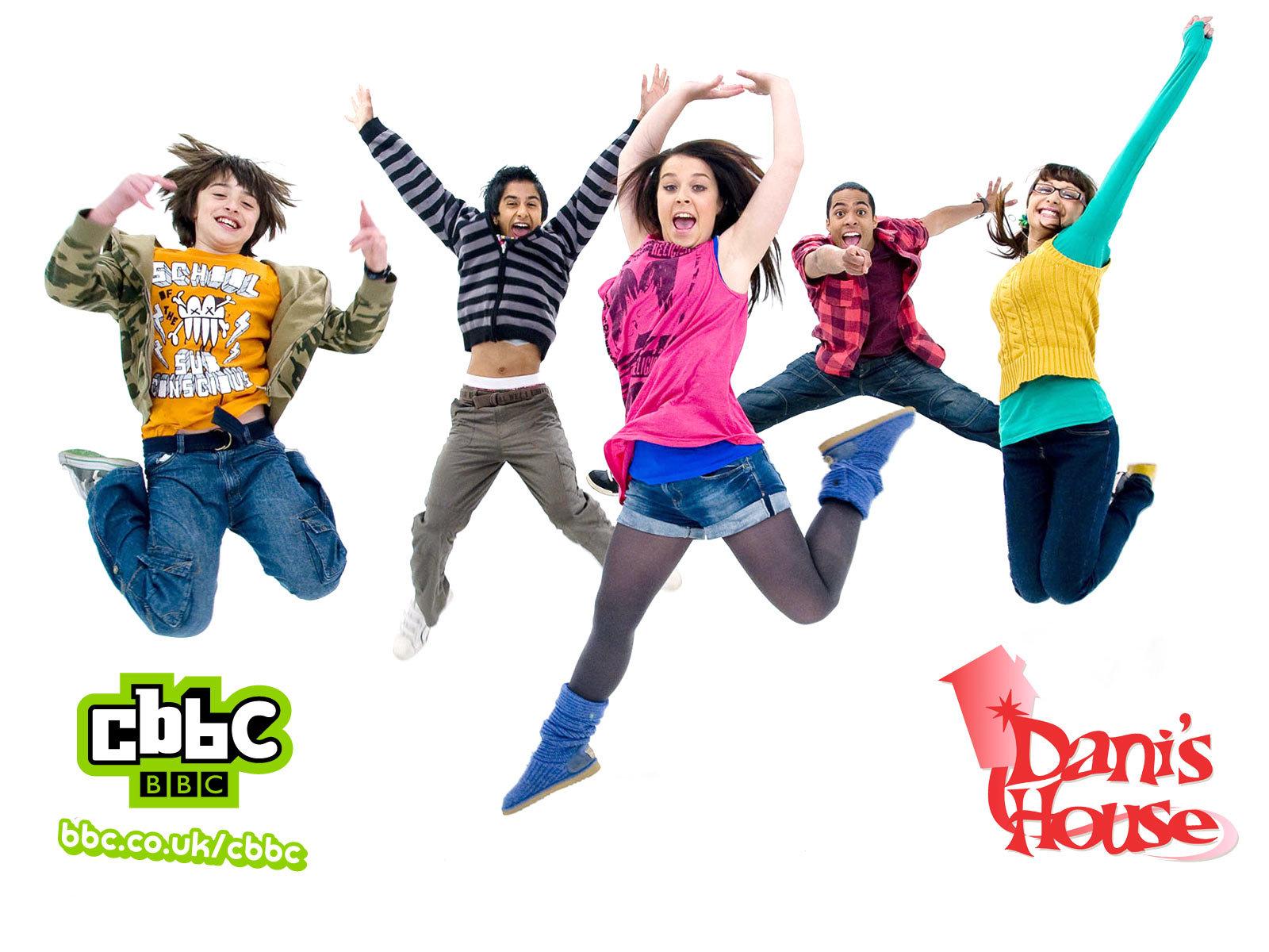 dani-and-friends-jumping-wp_1600x1200.jp