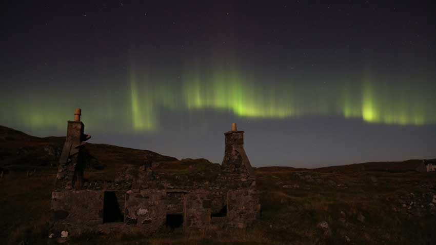 Photo of the Northern lights on the Isle of Lewis & BBC iWonder - How can I see the Northern Lights in the UK? azcodes.com