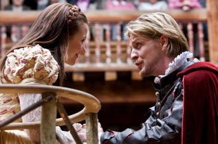 Ceri-Lyn performing at the Globe Theatre