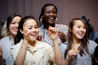 http://downloads.bbc.co.uk/rmhttp/performingartsfund/isite-images/winners/Mongrel-pullquote.jpg