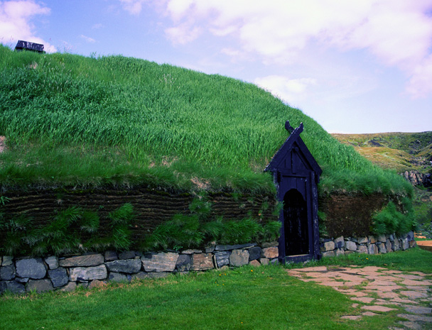 http://downloads.bbc.co.uk/rmhttp/schools/primaryhistory/images/vikings/trade_and_exploration/vk_viking_house_iceland.jpg