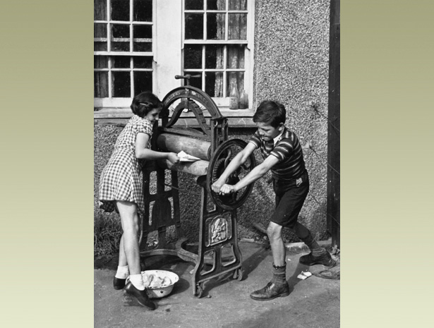World War 2 Children's Homework Table - image 8